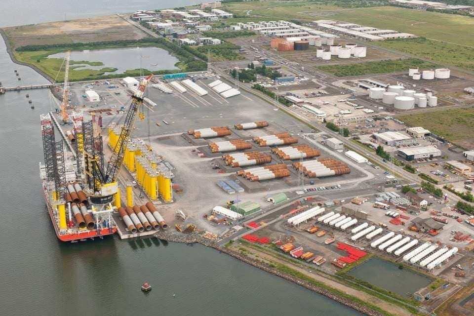 Ejemplo de puerto offshore de montaje