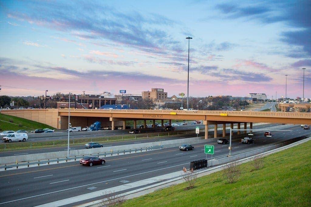 impresionante imagen de la autopista north tarrant express en Texas por Ferrovial