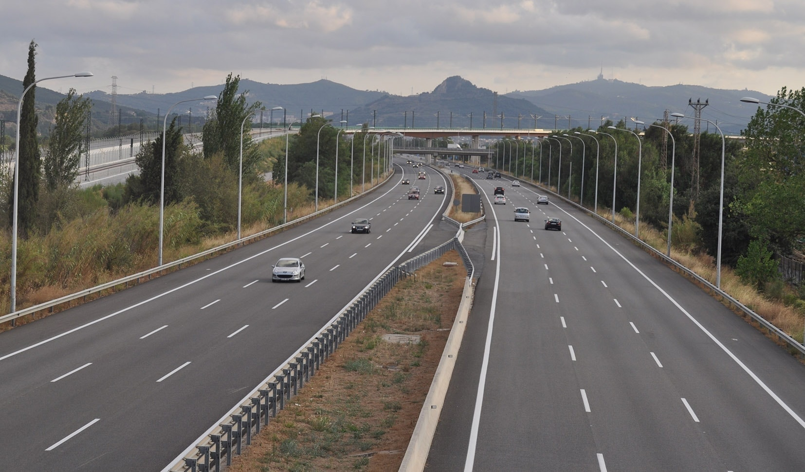 mediana-de-una-autopista