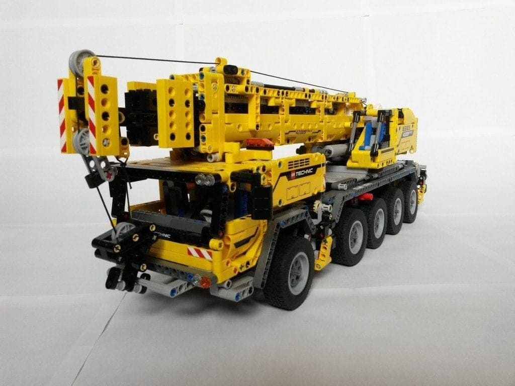 Camión construido con piezas Lego.