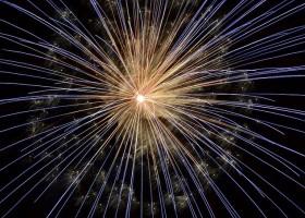 Fuegos artificiales en la noche viaje
