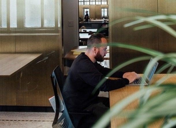 espacios verdes oficina muebles