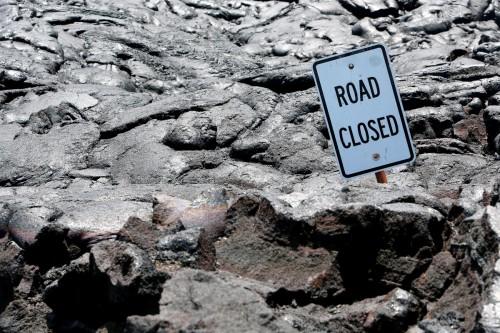 hawaiian volcanoes road closed