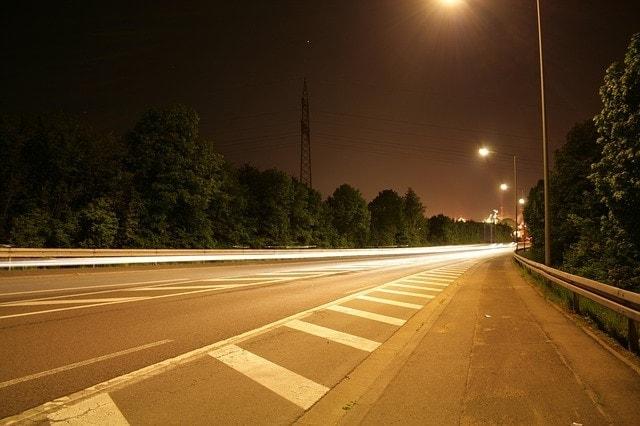 lineas pintadas marcas viales carretera vacía