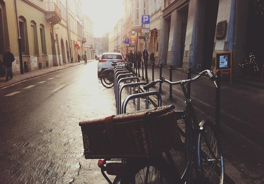 bicicleta en la ciudad para un uso eficiente de la movilidad interurbana