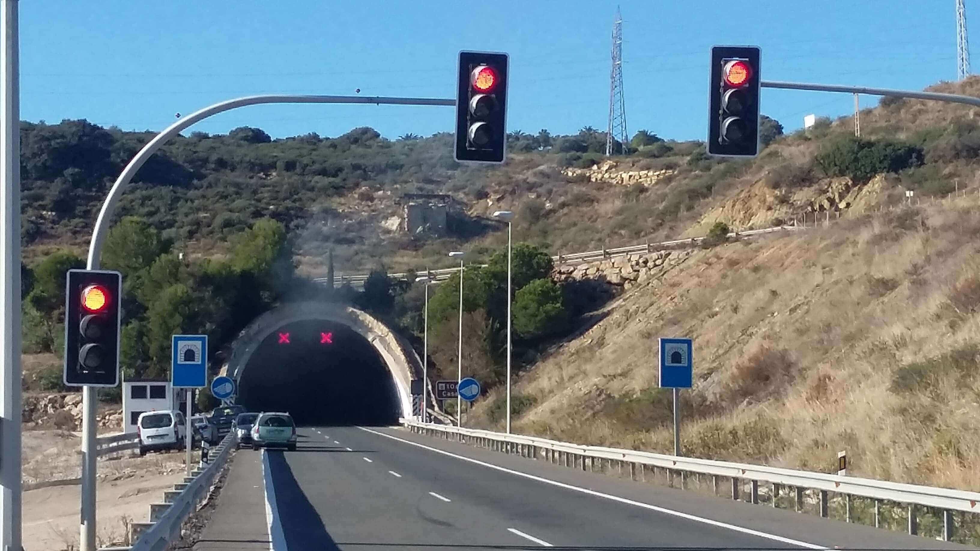 Señalización accidente túnel