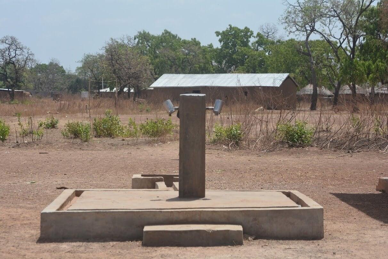 Imagen de una de las instalaciones de grifos con agua potable y corriente