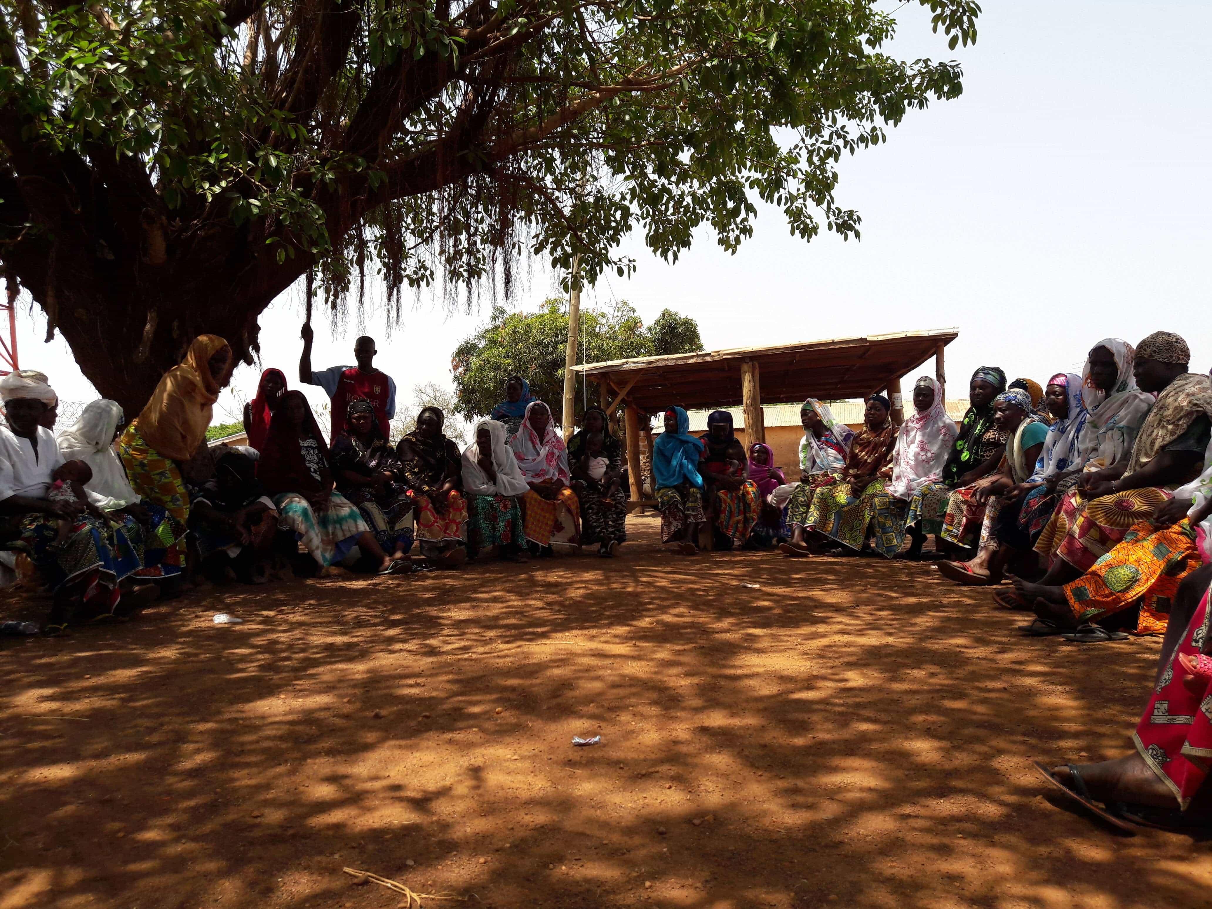 Imagen del grupo y comunidad implicada en el proyecto de instalación de grifos con aguapotable