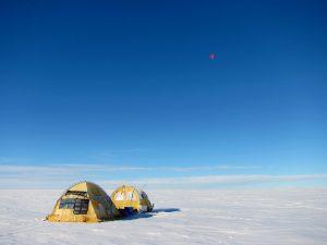 El trineo de viento recorriendo la planicie helada de Groenlandia.