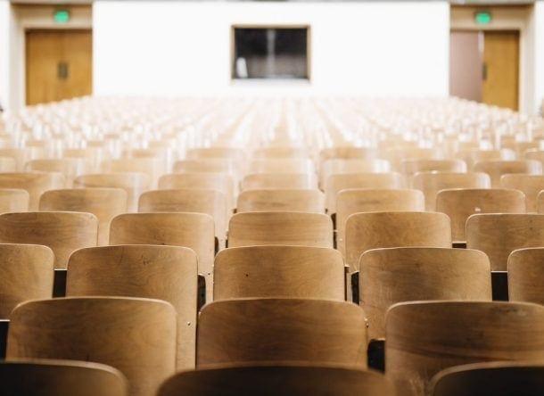 sala para charlas vacía