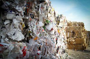 Diferentes tipos de materiales a reciclar