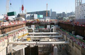 Los trabajos vistos desde el exterior en los primeros niveles de la estación