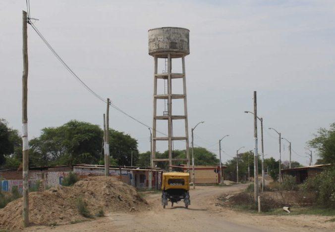 Demolishing a raised tank of Ferrovial's Programa de Infraestructuras Solidarias