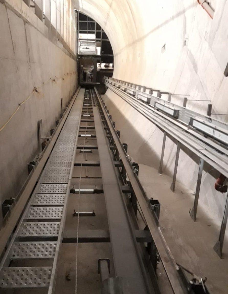 diagonal elevators is at Farringdon Station