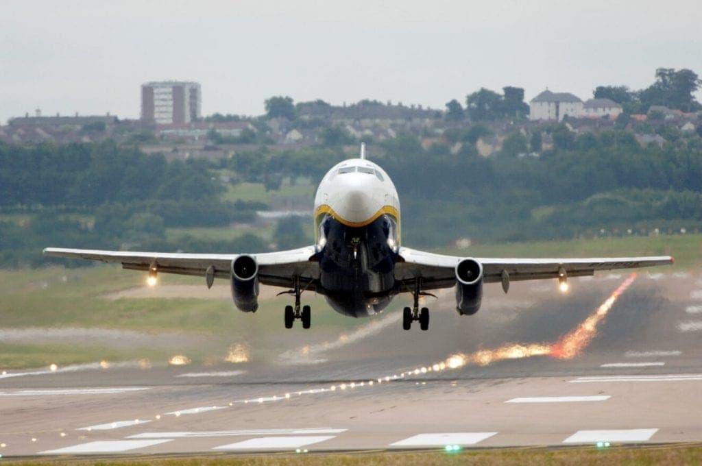 Un avión de Aberdeen mientras despega