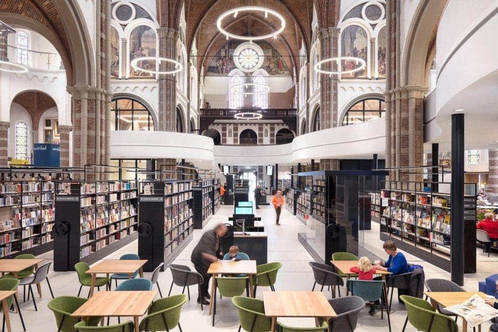 La iglesia de San Pedro transformada en biblioteca, restaurante y museo