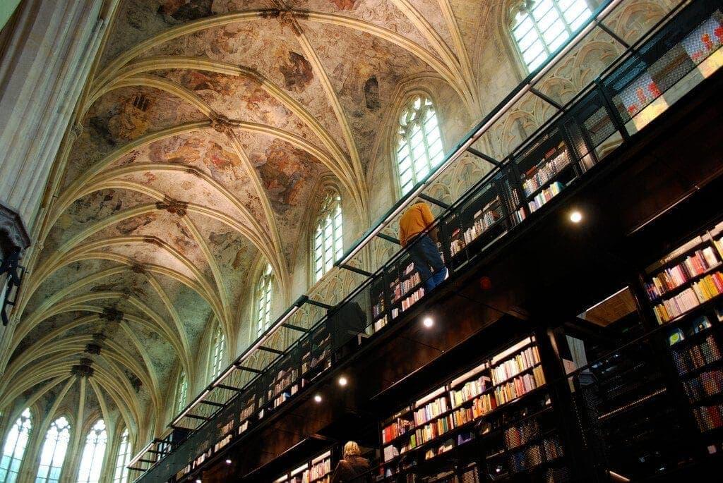 Selexyz Dominicanen, en Maastricht, Holanda. Imagen del techo. De iglesia gótica a librería