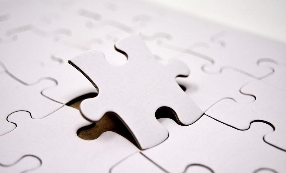 Imagen de la ficha de un puzle encajando entre el resto, simulando el aprendizaje que implica el big data