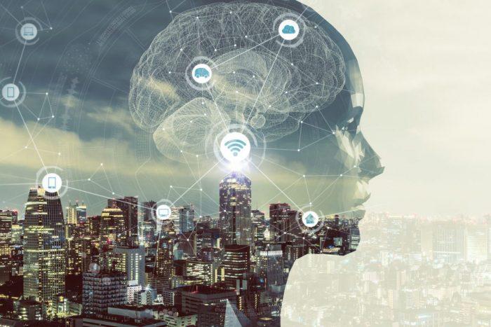 Imagen de una cabeza d perfil sobre la imagen de una ciudad e iconos sobreimpresos
