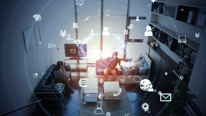 Imagen del salón de una casa con iconos digitales sobreimpresos