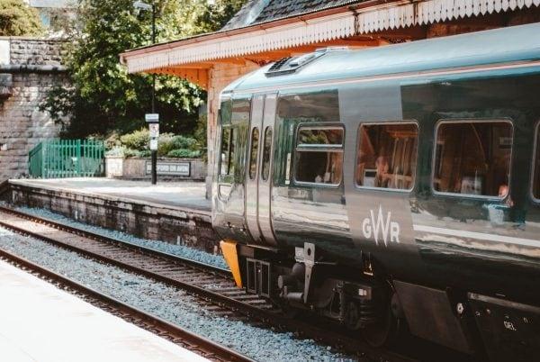 Imagen de un tren parado en una estación