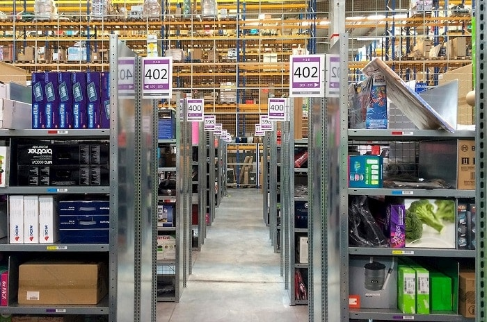 almacén de productos retail