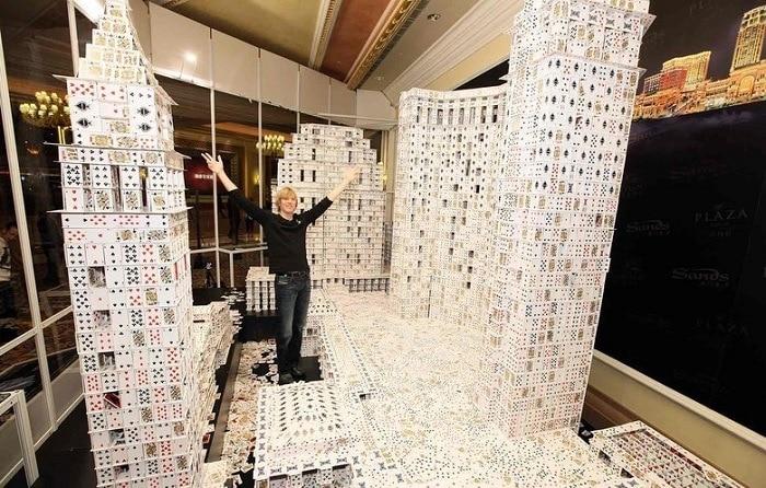 El castillo de naipes más grande del mundo