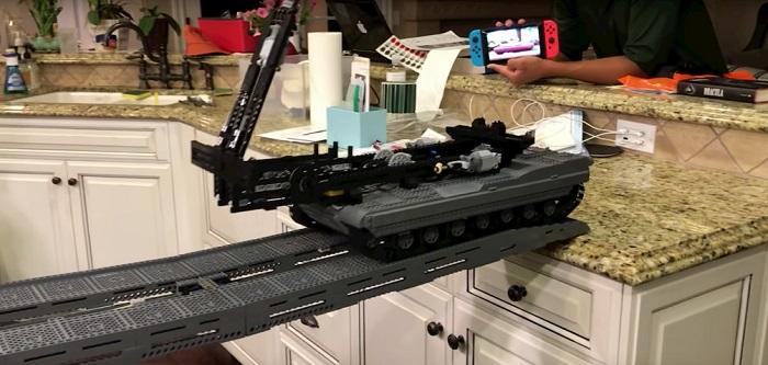 Puente tijera fabricado en Lego
