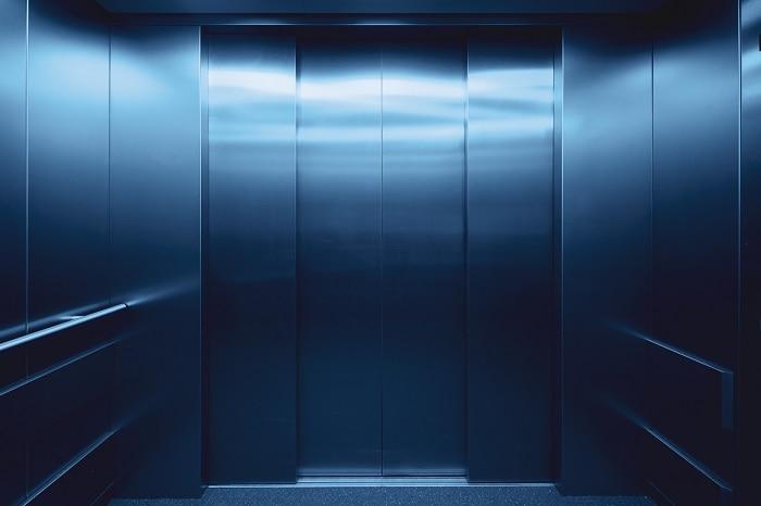 Puerta de un ascensor