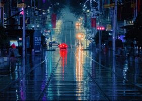 imagen nocturna de una carretera urbana