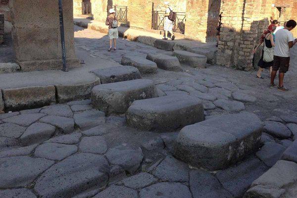 Paso de peatones conservado en las ruinas de Pompeya
