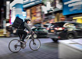 Repartidor en bicicleta
