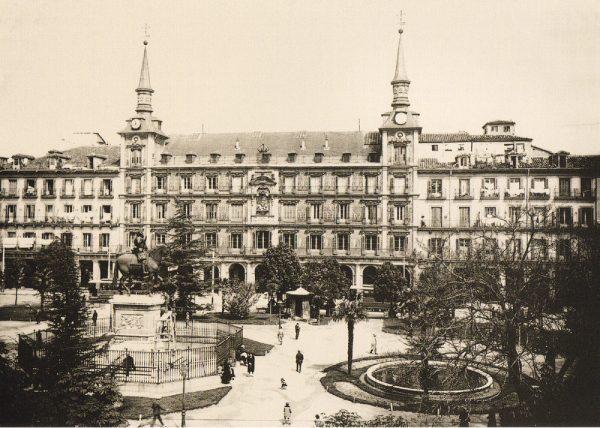old photo of the Plaza Mayor