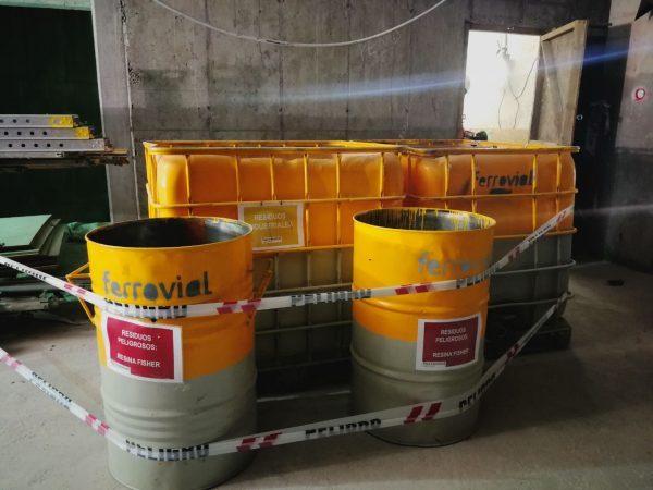 200-liter metal drums
