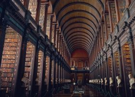 interior de una biblioteca