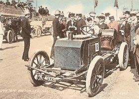 Dorothy Levitt driving a Napier at Brighton
