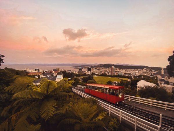 Un tranvía rojo en Wellington.
