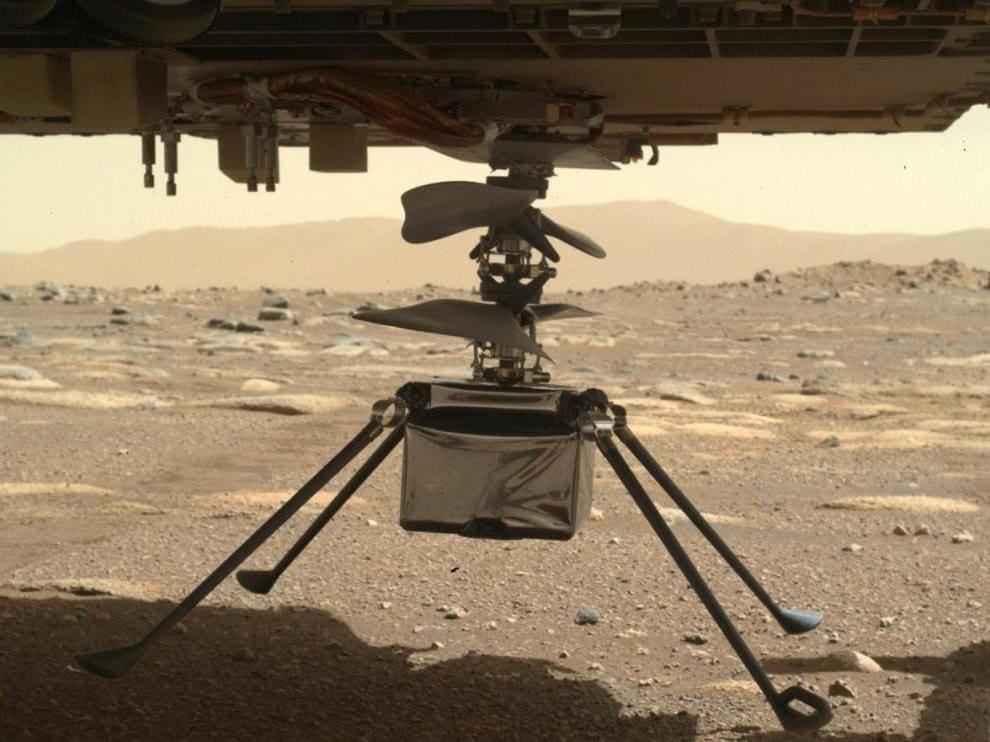 Marte es el único planeta poblado por robots. En la imagen, el Ingenuity se posa en Marte desde el Perseverance