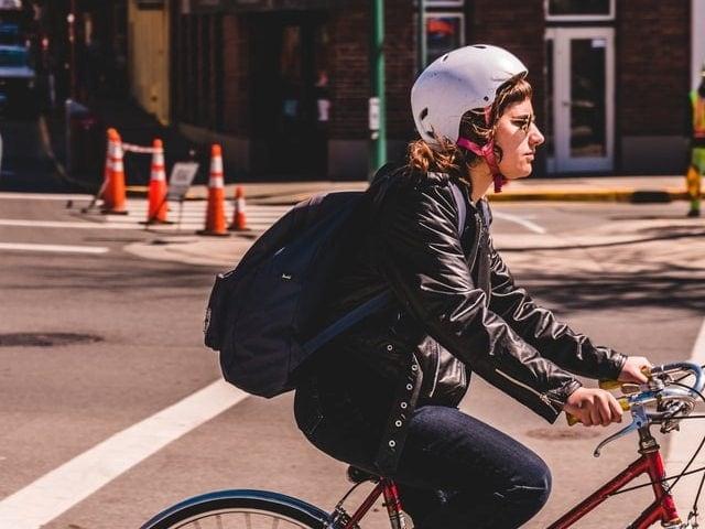 Ir al trabajo en bici te ayudará a mantener la mente despierta.