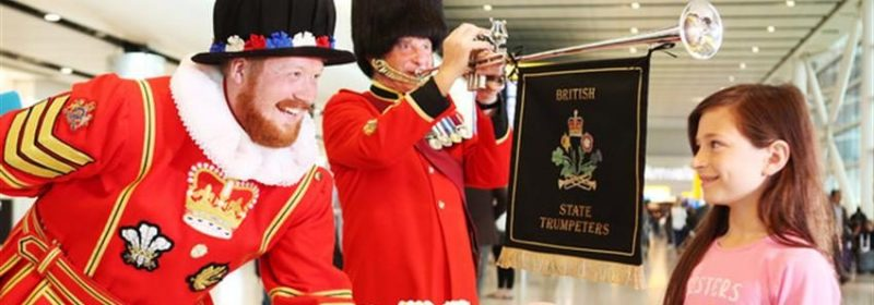 Los british state trumpeters en el aeropuerto de heathrow