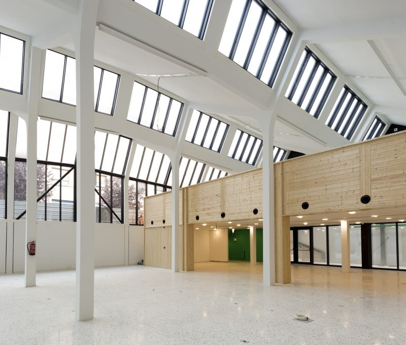 Biblioteca les corts vidre Barcelona Construcción y rehabilitación