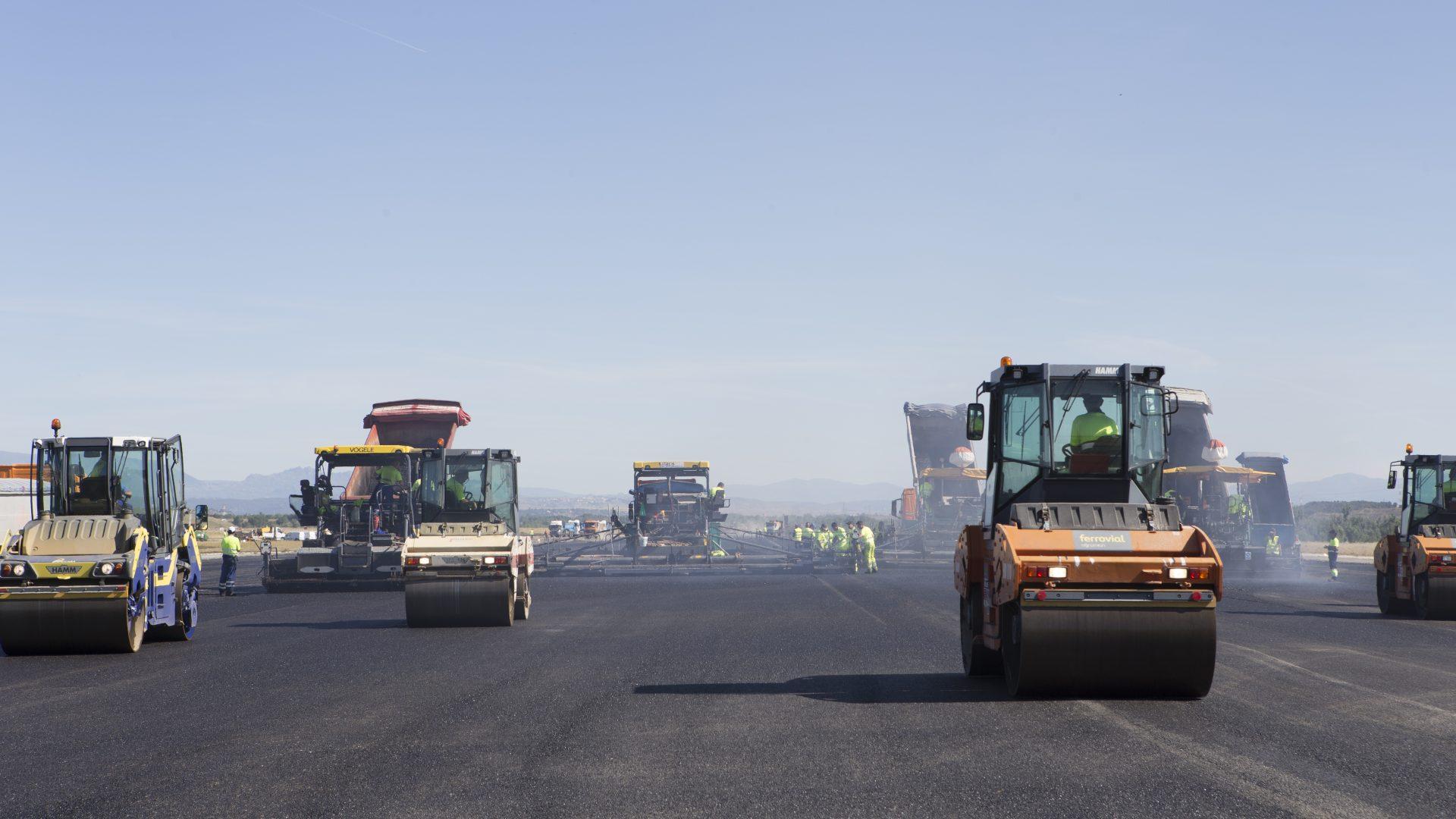 cómo se regenera una pista aeropuerto barajas madrid