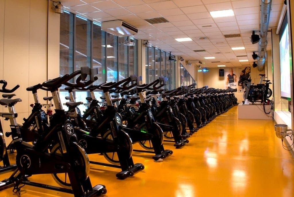 clase ciclo Indoor personas con movilidad reducida o no