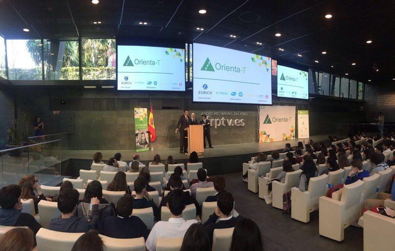 carreras de ciencias stem orienta-t Fundación Junior Achievement España
