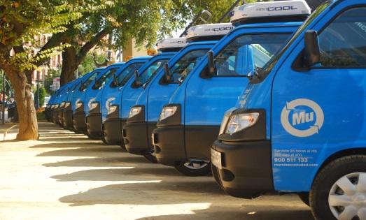 Blue Murcia waste management services vans parked