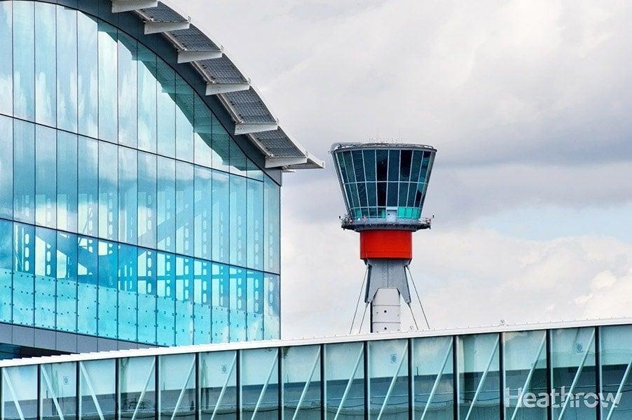 Control tower at aeropuerto de Heathrow