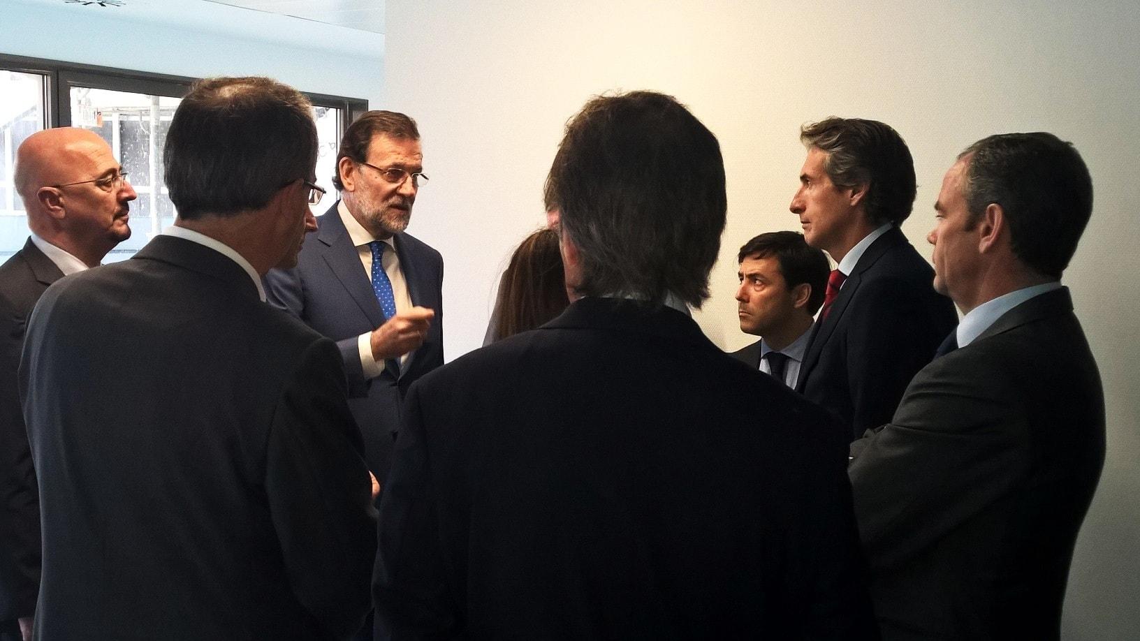 Mariano Rajoy, consejero delegado de Ferrovial Iñigo Meirás; el presidente de Cantabria, Ignacio Diego, y la consejera autonómica de Sanidad y Servicios Sociales, María José Sáenz de Buruaga
