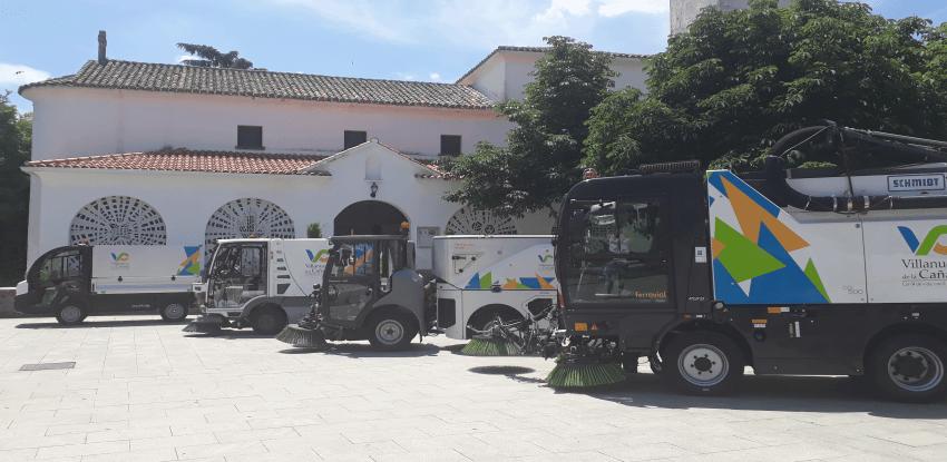 An urban waste management truck in Villanueva de la Cañada