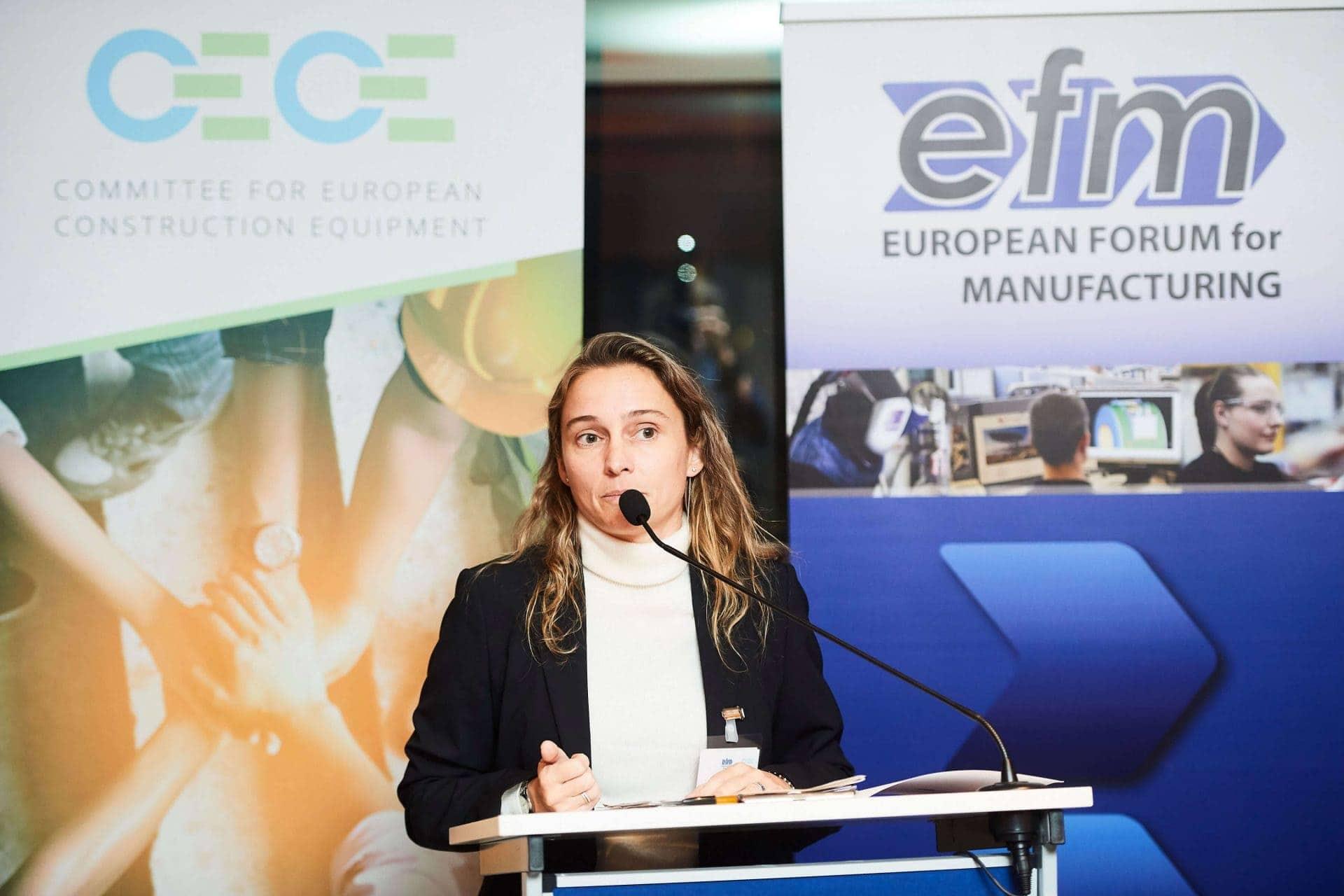 Laura Tordera de Ferrovial Agroman en el debate sobre digitalización en el sector de la construción