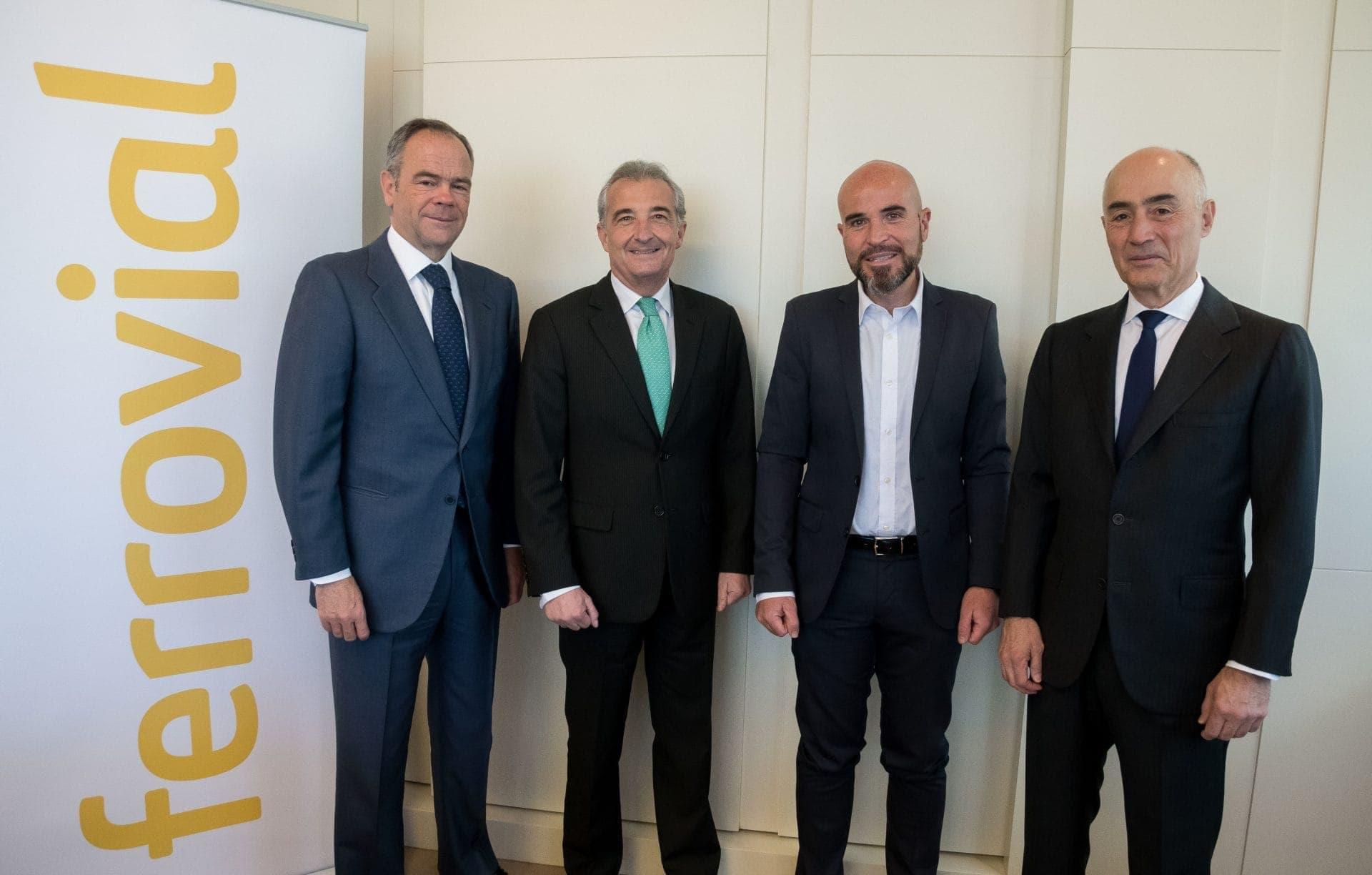 De izquierda a derecha: Íñigo Meirás, consejero delegado de Ferrovial; José Ignacio Caballero, presidente de la comisión delegada de la Fundación Altius; Pablo Aledo Martínez, director general de la Fundación Altius; y Rafael del Pino, presidente de Ferrovial.